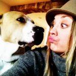 Penny tem um staffordshire bull terrier